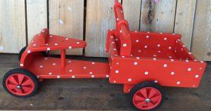 houten bakfietsje rood met witte stippen | geschilderd kraamcadeau van kids wonen