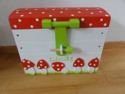 klein speelgoedkistje rood met witte stippen