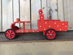 houten bakfietsje rood met witte stippen