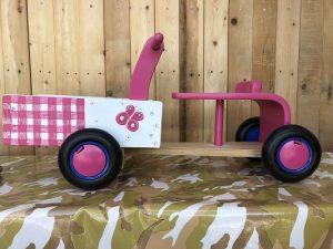 roze bakfiets met vlinders en bloemen | geschilderd kraamcadeau kids wonen