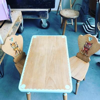 tafelsetje met 2 stoeltjes